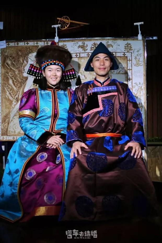 Cặp đôi trẻ cùng xin nghỉ việc để có thời gian đi chụp ảnh cưới vòng quanh Trung Quốc - Ảnh 11.