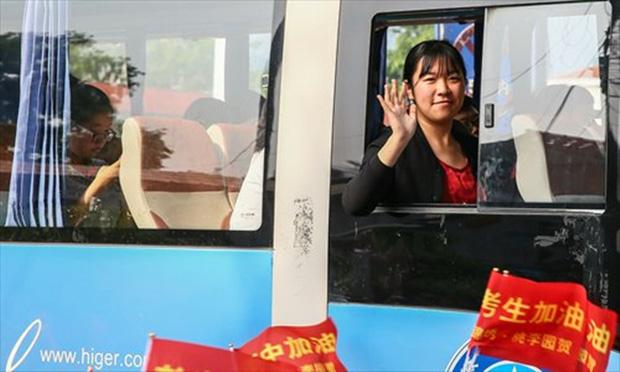 Hàng chục ngàn phụ huynh Trung Quốc tiễn con lên đường đi thi Đại học - Ảnh 19.