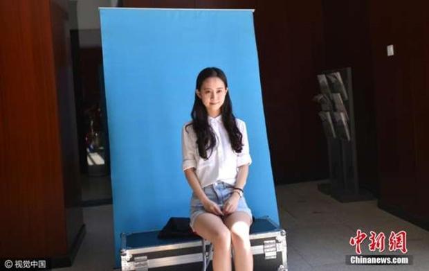 Những nữ sinh xinh đẹp trong ngày báo danh ở lò đào tạo minh tinh hàng đầu Trung Quốc - Ảnh 8.