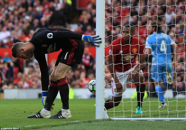 5 lý do Man Utd sẽ phải vất vả để lọt vào Top 4 chứ đừng mơ vô địch - Ảnh 2.