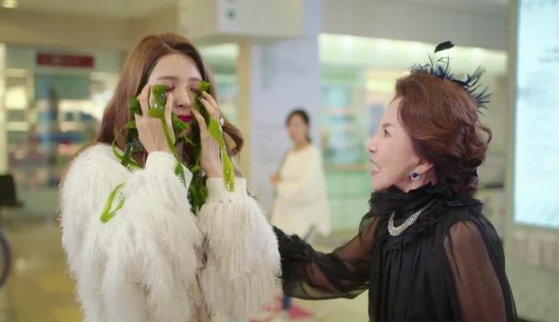 """""""7 First Kisses"""": Vừa bị tạt rong biển vào mặt, nữ chính đã được gặp ngay Lee Jong Suk - Ảnh 20."""