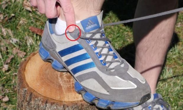 Chúng ta thường bỏ phí lỗ thắt dây giày cuối cùng vì không biết mẹo này - Ảnh 1.