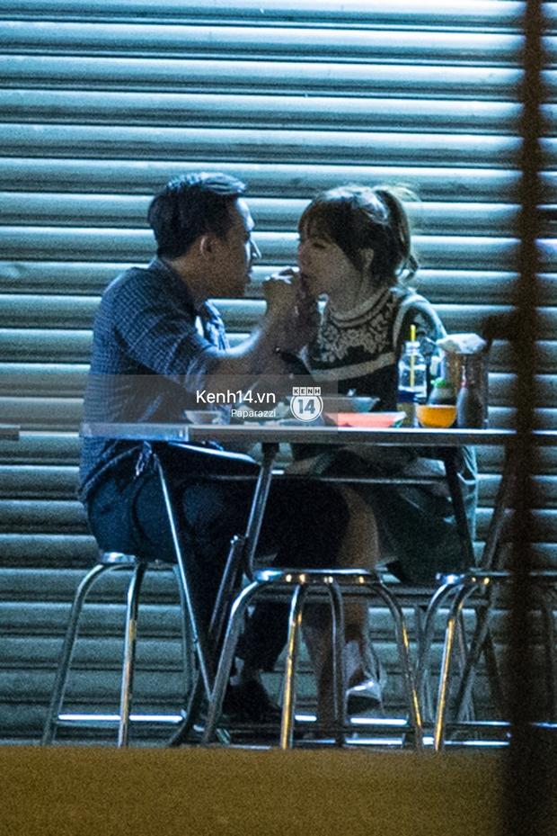 Hậu chia tay Tiến Đạt, Hari Won bị bắt gặp say đắm hôn Trấn Thành giữa đêm khuya - Ảnh 15.