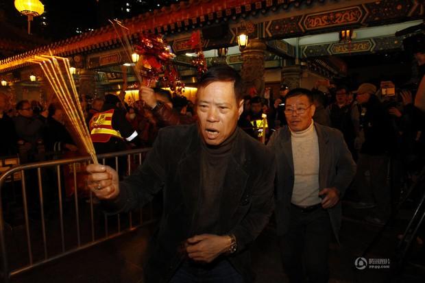 Người dân Trung Quốc chen chúc lên chùa cầu may dịp đầu năm mới - Ảnh 22.