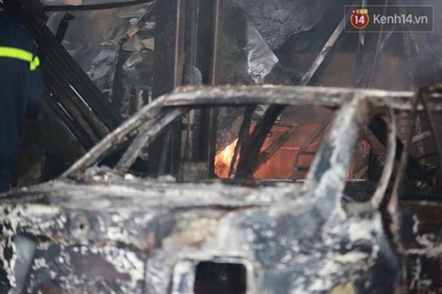 Hà Nội: Cháy gara ô tô tại Văn Quán, 1 xe ô tô cháy rụi - Ảnh 8.