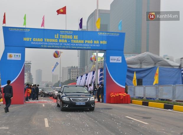 Chính thức thông xe hai hầm chui lớn nhất Hà Nội - Ảnh 2.