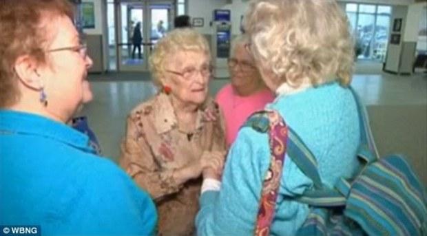 Người mẹ gặp lại con mình sau 82 năm xa cách - Ảnh 2.