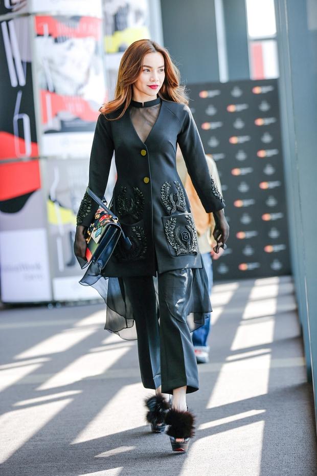 Hà Hồ diện cây đen đến ủng hộ Công Trí tại Tokyo Fashion Week - Ảnh 3.