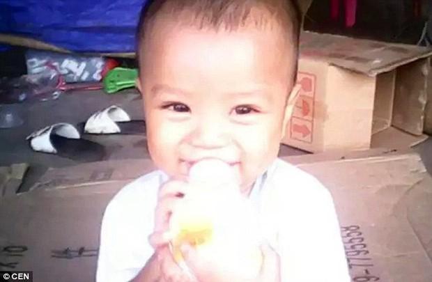 Nghẹn lòng câu chuyện người cha tật nguyền, lang thang khắp Trung Quốc tìm con trai bị bắt cóc - Ảnh 2.