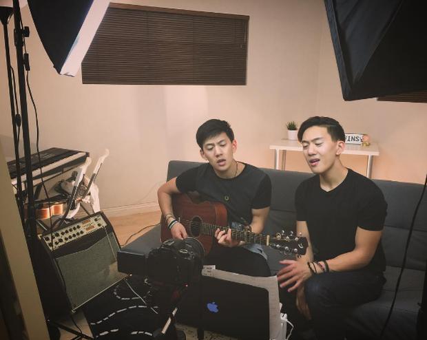 2 anh em sinh đôi lai Việt - Thái đẹp trai, hát hay đang cực hot trên MXH - Ảnh 2.