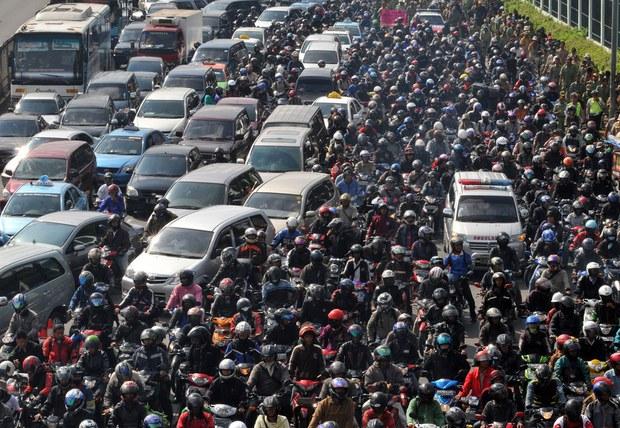 Không chỉ Indonesia, rất nhiều thành phố khác trên thế giới cũng thường xuyên ùn tắc kinh hoàng - Ảnh 2.