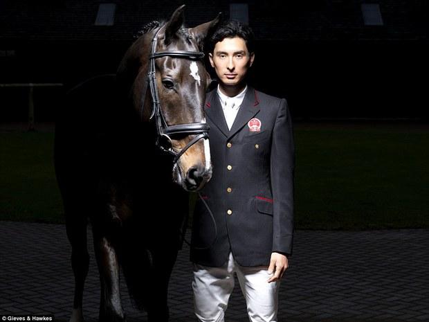 """Trai đẹp """"vạn người mê"""" từ bỏ nước Anh sang thi đấu cho đội đua ngựa Trung Quốc - Ảnh 2."""