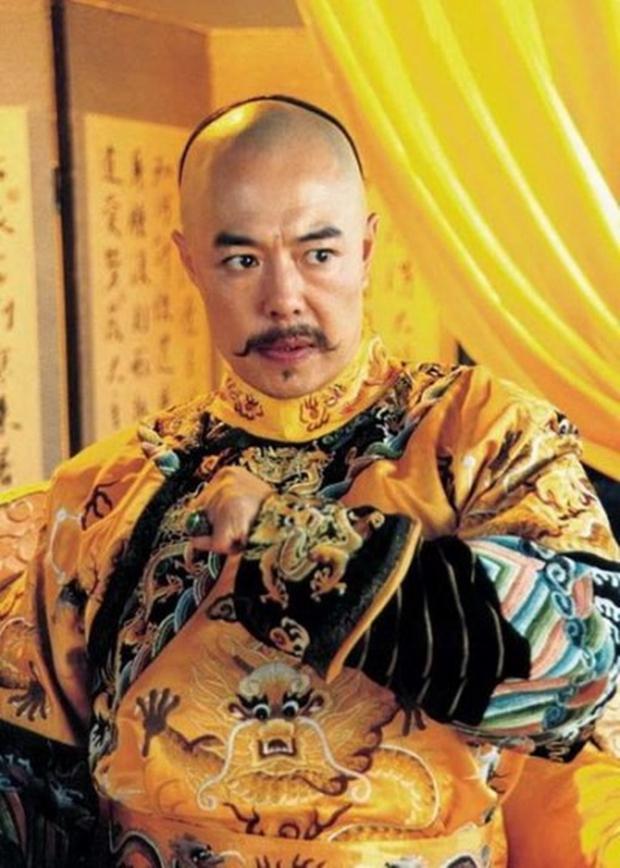Gã đàn ông giả danh Vua Càn Long uống thuốc trường sinh bất tử để lừa đảo tiền tỷ - Ảnh 1.