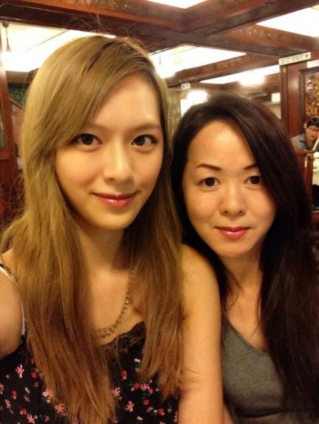Chưa kịp gây tiếng vang, Hoa hậu Hong Kong 2016 đã bị lu mờ trước vẻ trẻ đẹp của mẹ mình - Ảnh 8.