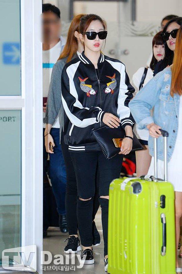 Giữa cả đống đồ hiệu, Eunjung đã chọn diện chiếc jacket thêu hình cá chép Đông Hồ đến từ Việt Nam - Ảnh 2.