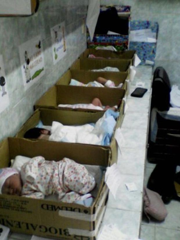 Khủng hoảng kinh tế Venezuela: Trẻ sơ sinh bị đặt trong hộp giấy ở bệnh viện - Ảnh 2.