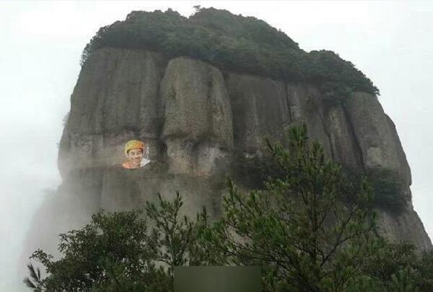 Si mê phượt thủ 40 tuổi, người phụ nữ 37 tuổi leo lên vách núi cheo leo vẽ tranh chân dung tặng người thương - Ảnh 1.