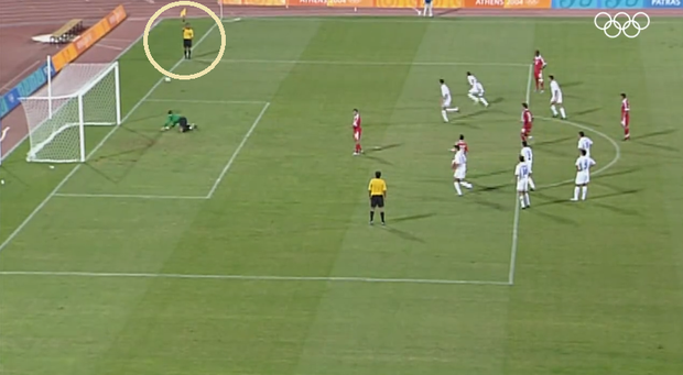 Cú sút penalty lâu la bậc nhất lịch sử bóng đá thế giới - Ảnh 2.