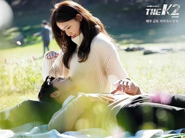 """""""K2"""": Ji Chang Wook bất lực nhìn Yoona bị kẻ thù bắt cóc - Ảnh 2."""