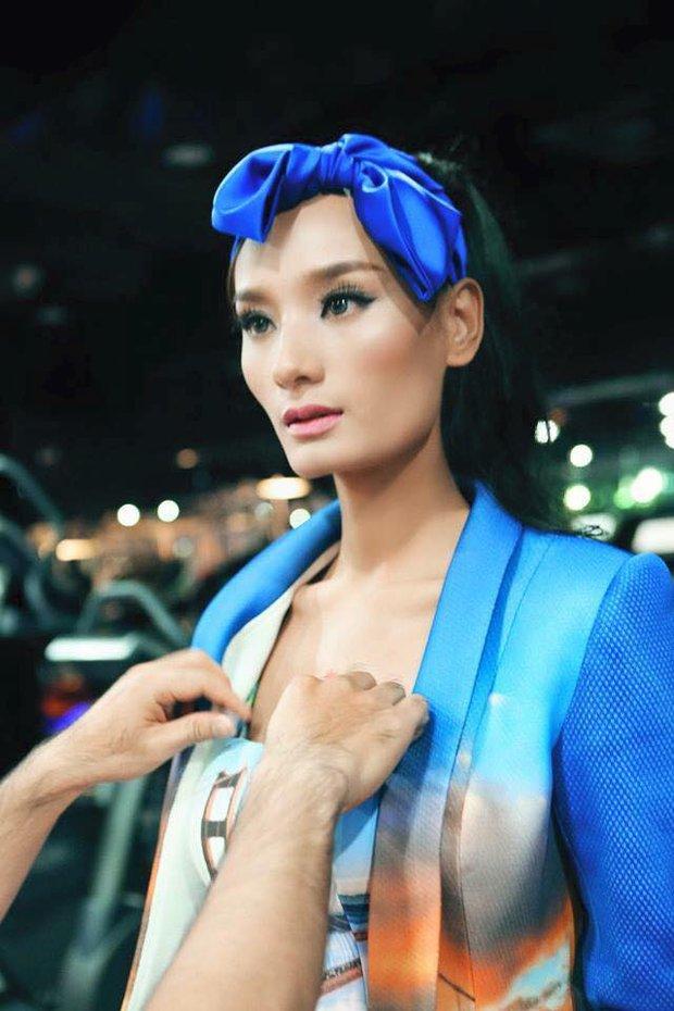 Tiết lộ sốc: Loạt mẫu Hoàng Thùy, Lê Thúy, Kha Mỹ Vân... bị chính ekip Vietnam International Fashion Week cấm diễn? - Ảnh 4.