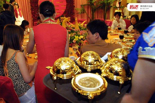 Những đám cưới toàn vàng ròng ở Trung Quốc luôn khiến người ta phải choáng ngợp - Ảnh 2.