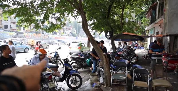 The Vietnam Notebook: Chuyến du ngoạn thú vị của hai cha con người Mỹ không biết mẩu tiếng Việt nào - Ảnh 6.
