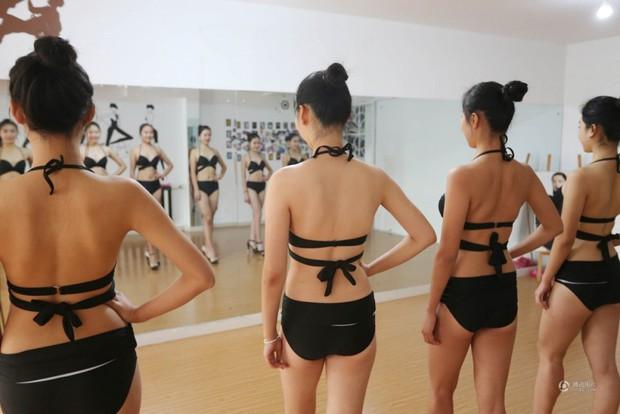 Những cô gái chân dài tất bật chuẩn bị cho kỳ thi tuyển sinh vào các trường nghệ thuật - Ảnh 3.