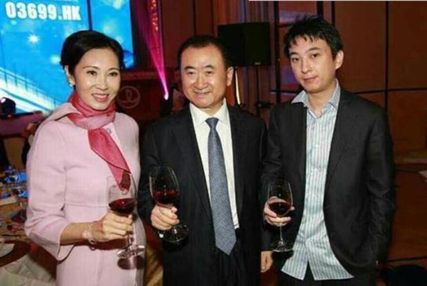 Thiếu gia giàu có nhất Trung Quốc từ chối tiếp quản đế chế kinh doanh 92 tỷ USD của bố - Ảnh 2.