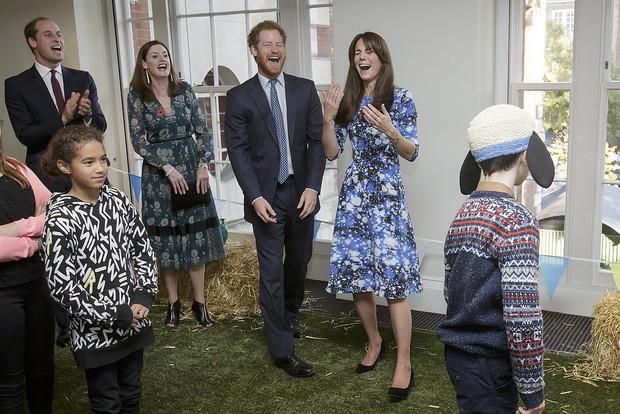 Tình cảm thân thiết đáng kinh ngạc giữa Công nương Kate và Hoàng tử Harry - Ảnh 16.