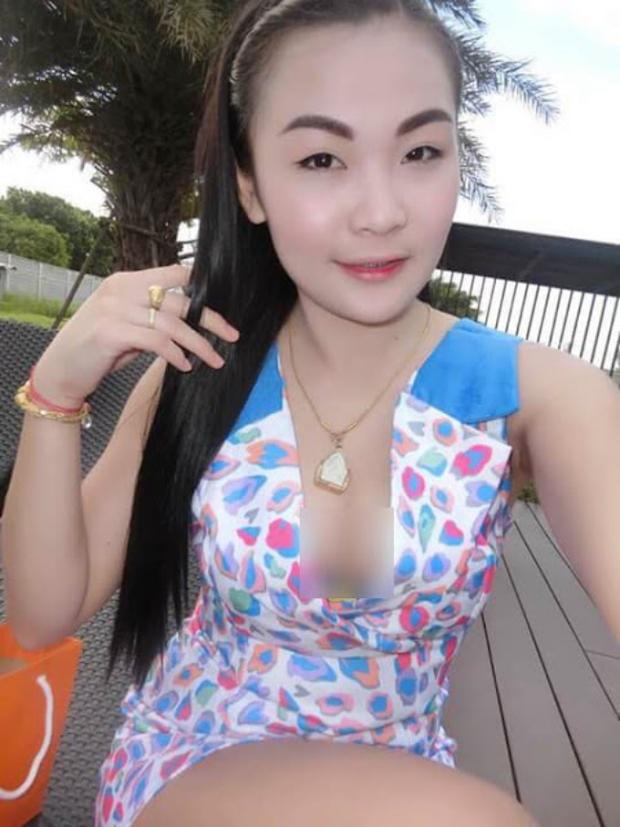 Hình ảnh phản cảm của hot girl Thái từng mặc đồ cử nhân quỳ lạy mẹ là công nhân vệ sinh - Ảnh 10.