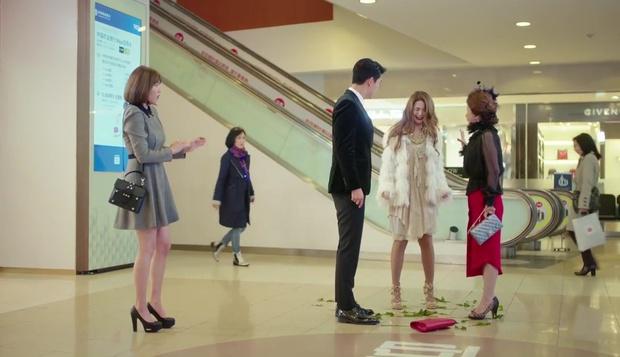 """""""7 First Kisses"""": Vừa bị tạt rong biển vào mặt, nữ chính đã được gặp ngay Lee Jong Suk - Ảnh 22."""