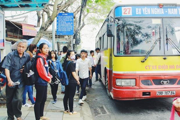 1.001 chiêu sinh viên trốn vé xe buýt và cách hành xử văn minh của người phụ xe - Ảnh 2.