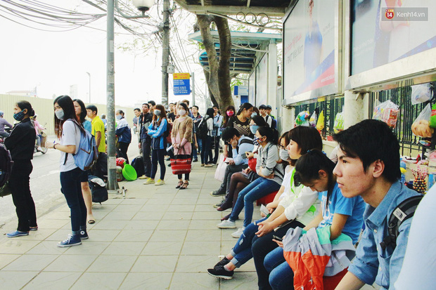 1.001 chiêu sinh viên trốn vé xe buýt và cách hành xử văn minh của người phụ xe - Ảnh 1.