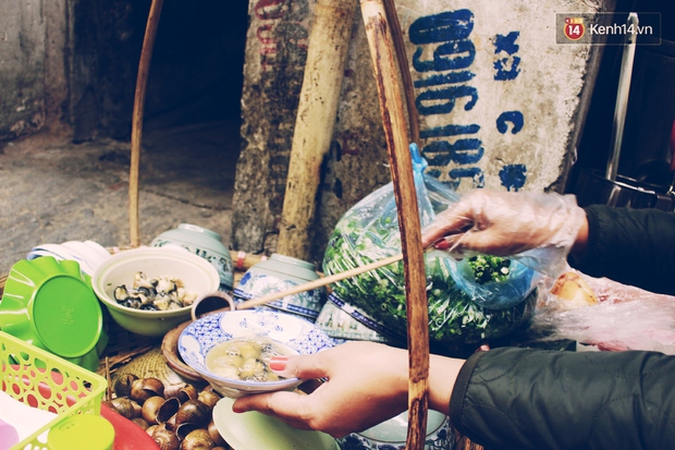 Gánh bún ốc vỉa hè Hà Nội sau ngày lên sóng CNN: Tôi phải đuổi những vị khách đến chỉ vì hiếu kỳ - Ảnh 12.