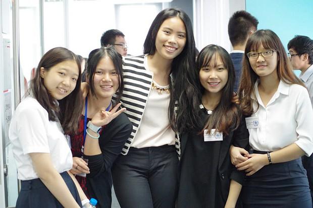 17 tuổi, nữ sinh tài năng này đã sáng lập hội thảo Mô phỏng Liên Hợp Quốc cho các bạn trẻ Việt Nam - Ảnh 3.