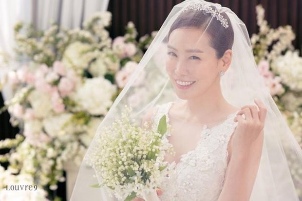 Vợ tài tử Jang Dong Gun đến dự đám cưới nữ diễn viên Chuyện tình Paris cùng con trai tài phiệt - Ảnh 8.