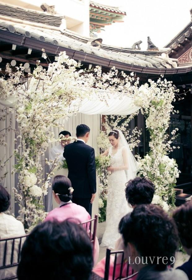Vợ tài tử Jang Dong Gun đến dự đám cưới nữ diễn viên Chuyện tình Paris cùng con trai tài phiệt - Ảnh 5.