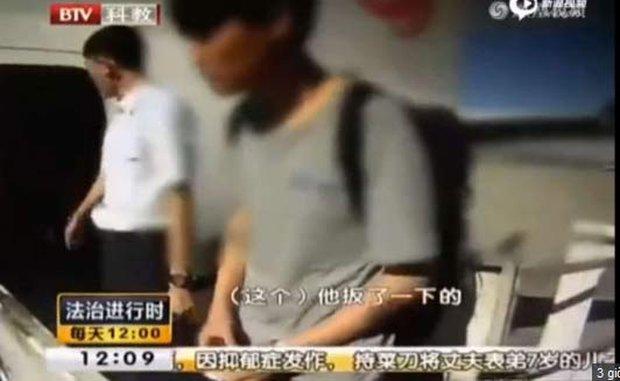 Trung Quốc: Cãi nhau với bạn gái, chàng trai tìm cách mở cửa thoát hiểm để nhảy máy may tự tử - Ảnh 1.