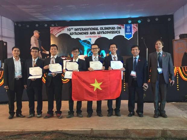 Lần đầu tham gia, Việt Nam giành 1 Huy chương bạc Olympic quốc tế về Thiên văn học và Vật lý thiên văn - Ảnh 1.