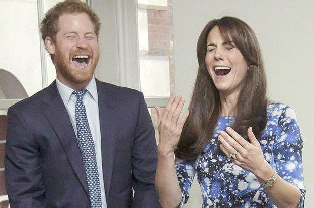 Tình cảm thân thiết đáng kinh ngạc giữa Công nương Kate và Hoàng tử Harry - Ảnh 17.