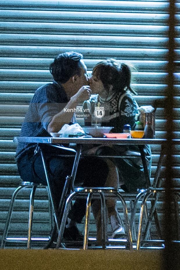 Hậu chia tay Tiến Đạt, Hari Won bị bắt gặp say đắm hôn Trấn Thành giữa đêm khuya - Ảnh 17.