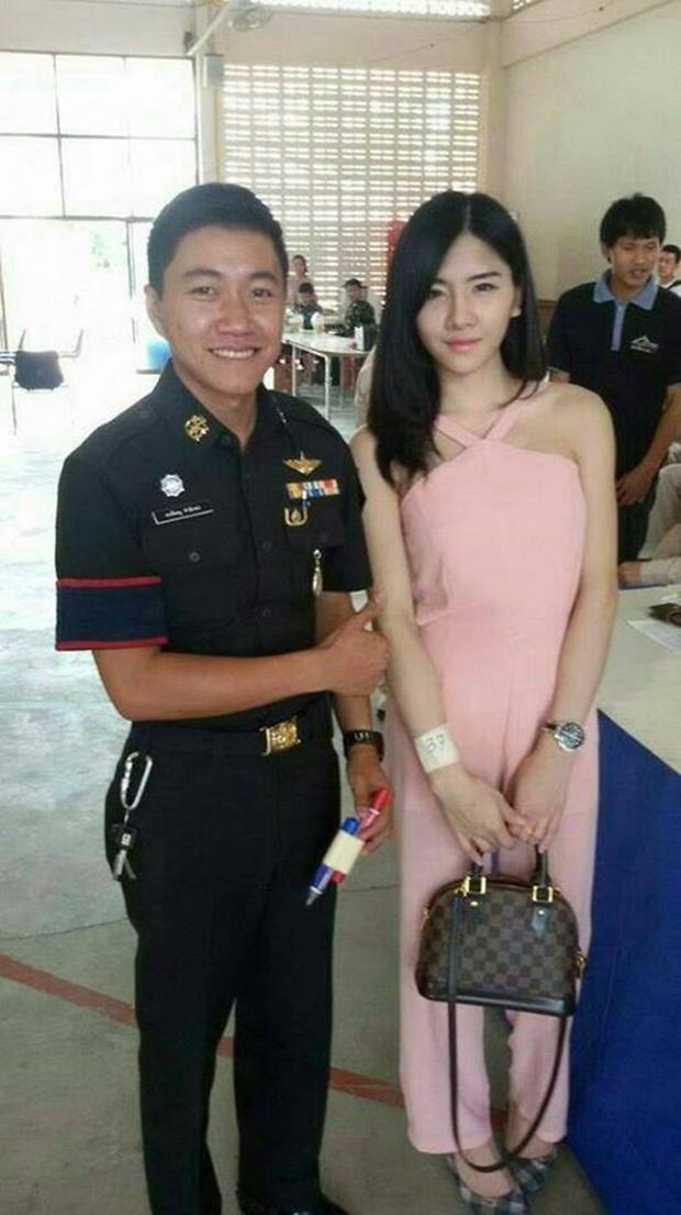 Những bóng hồng chuyển giới trong ngày xét tuyển nghĩa vụ quân sự tại Thái Lan - Ảnh 14.