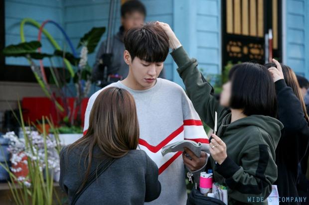 """Sweet Stranger and Me của """"bố trẻ"""" Kim Young Kwang và Soo Ae dần gục ngã - Ảnh 37."""