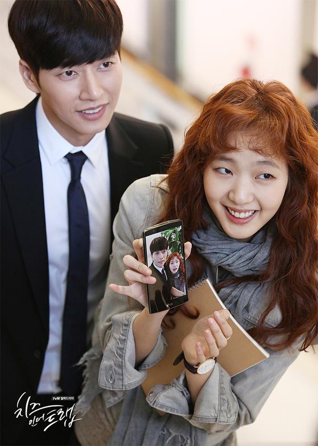 """""""Cheese In The Trap"""": Park Hae Jin hờn ghen vì thấy bạn gái thân thiết cùng Seo Kang Joon - Ảnh 22."""