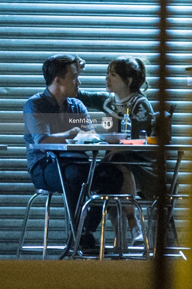 Hậu chia tay Tiến Đạt, Hari Won bị bắt gặp say đắm hôn Trấn Thành giữa đêm khuya - Ảnh 19.