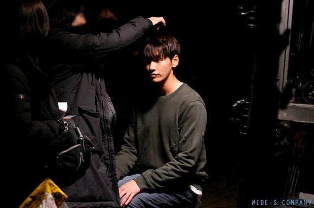 """Sweet Stranger and Me của """"bố trẻ"""" Kim Young Kwang và Soo Ae dần gục ngã - Ảnh 38."""