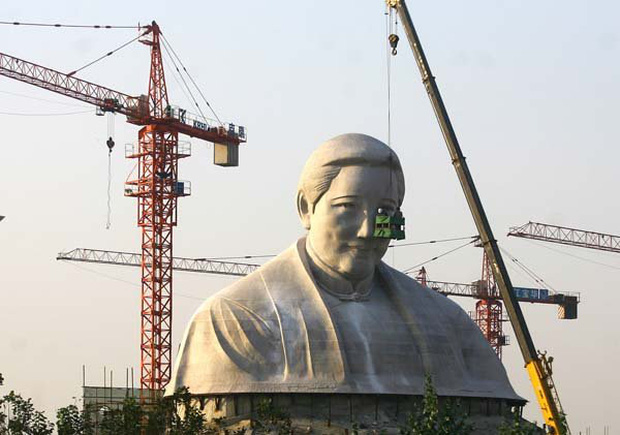 Những bức tượng khổng lồ sớm xây tối phá ở Trung Quốc - Ảnh 4.