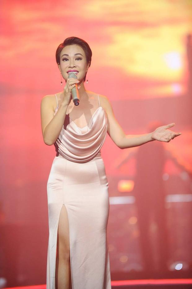 Khán giả xúc động khi trở lại thời Làn sóng xanh trong liveshow nhạc sĩ Việt Anh - Ảnh 16.