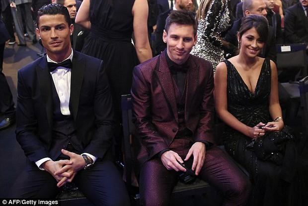 Sir Alex Ferguson từng muốn Ronaldo làm đồng đội của... Messi - Ảnh 2.