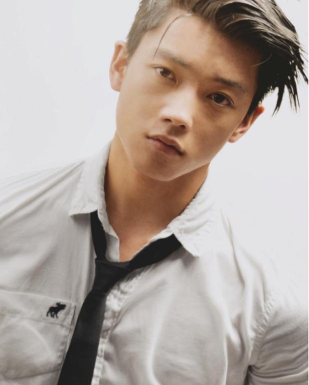 4 trai đẹp Việt không làm gì cũng cứ hot chỉ vì... ngày càng phong độ và nam tính - Ảnh 32.